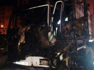 Parasını alamadı, eskiden çalıştığı firmanın kamyonunu yaktı