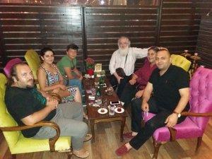 Mustafa Atay çocuklarıyla