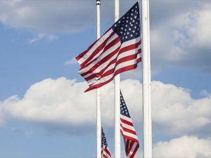 ABD'de bayraklar yarıya indirilecek