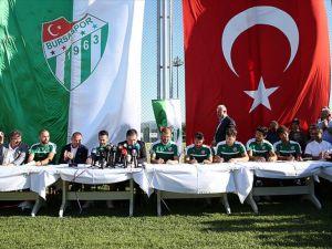 Bursaspor 7 futbolcuyla sözleşme imzaladı