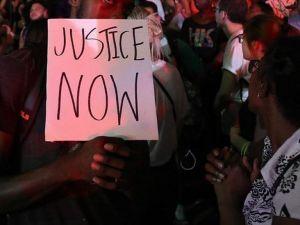 ABD'de siyahi bir kişi ağaca asılı bulundu