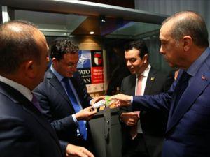Cumhurbaşkanı Erdoğan, Bulgar bakana sigarayı bıraktırdı