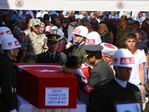 Mardin'deki terör saldırısında şehit düşen astsubay toprağa verildi