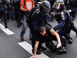EURO 2016 Şampiyonasından sonra Paris'te 50 kişi gözaltına alındı
