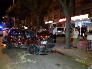 Otomobil demir korkulukları çarptı:1 yaralı