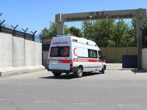 PKK'lı teröristler Diyarbakır'da polise saldırdı