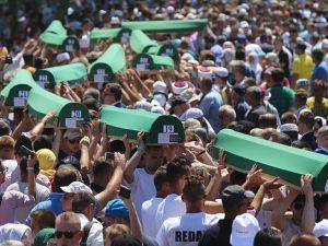 Srebrenitsa soykırımında hayatını kaybeden 127 kurban toprağa verildi