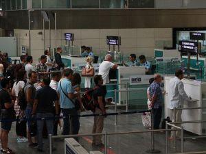 Havayolu yolcu sayısı 6 ayda 80 milyonu aştı