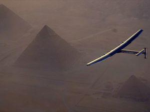 Dünya turundaki Solar Impulse 2 Kahire'de