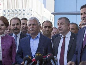 MHP'li muhalifler yeniden imza toplamaya başladı