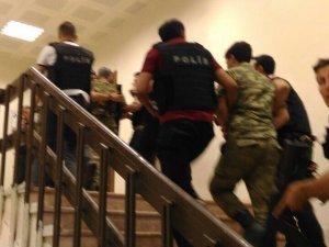 1 albay ile 3 asker gözaltına alındı