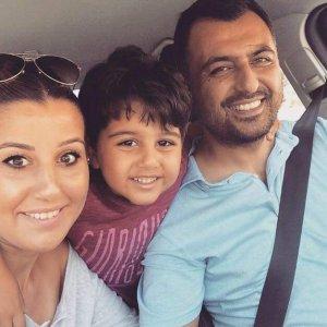Eğitimci Teberik ailesinin mutluluk selfiesi