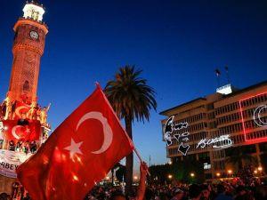 Darbeye Karşı Sabaha Kadar Meydanları Terk Etmediler