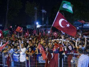Fetö'nün Darbe Girişimine Türkiye'nin 81 İlinde Meydanlarda Tepki Gösterildi