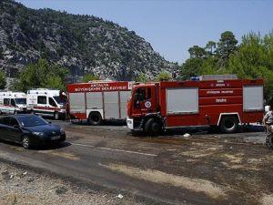 Antalya'da Tur Otobüsü Devrildi: 6 Ölü, 20 Yaralı