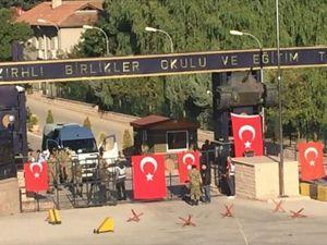Etimesgut'taki Zırhlı Birlikler'in Kapıları Tutuldu