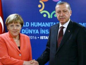 Merkel: Darbe girişimi kabul edilemez