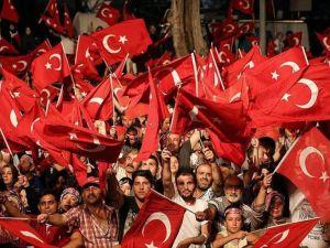 Meydanlarda 'Demokrasi Nöbeti' Devam Ediyor