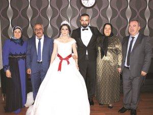 Özge ve Mehmet Zeki evlendi