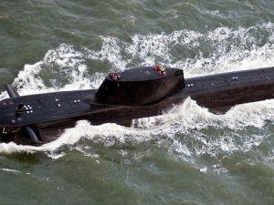 İngiliz Donanmasına Ait Nükleer Denizaltı Ticari Gemiyle Çarpıştı