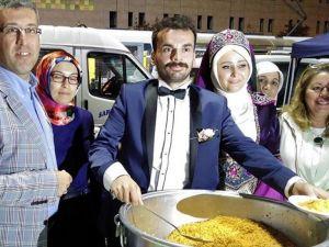 Düğünden Sonra Demokrasi Nöbetine Gittiler