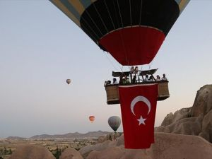 Balonlar Fetö'nün Darbe Girişimine Tepki İçin Havalanıyor