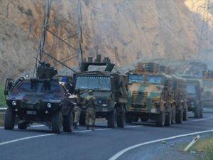 Hakkari'de 4 Askeri Üs Bölgesine Teröristlerden Taciz Ateşi