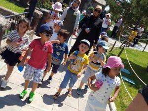 Minik Melekler 80 Binde Devr-i Alem Parkındalar