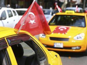 Aracını Tankın Altına Süren Taksiciye Yeni Otomobil