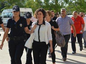 Gözaltı kararı çıkarılan 42 gazeteciden 19'u yakalandı