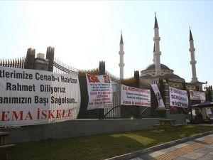 Halk Cumhurbaşkanı Erdoğan'a Desteğini Pankart Ve Karikatürlerle Gösterdi