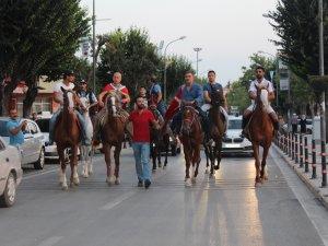 Konya'da atlı yürüyüş