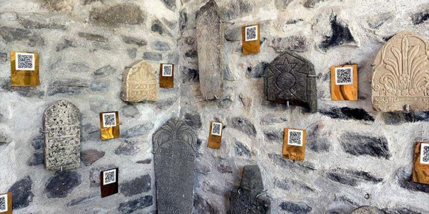 Tarihi Mezar Taşlarında 'Karekod' Dönemi