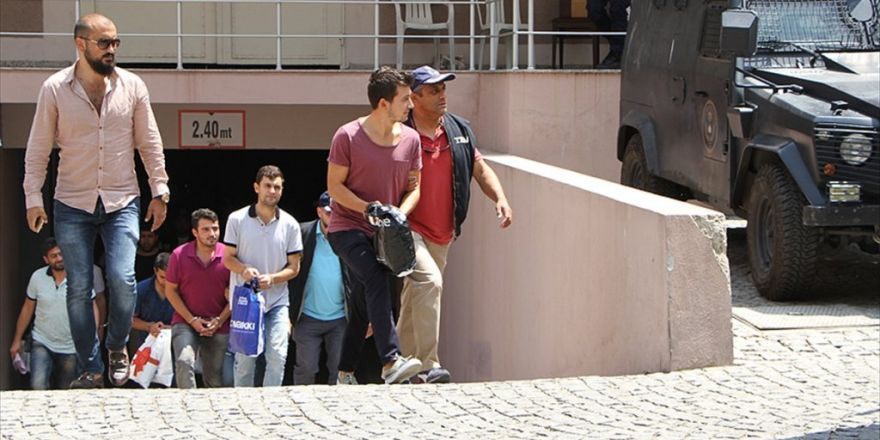 İzmir'deki Fetö Soruşturmasında 25 Şüpheli Adliyeye Sevk Edildi