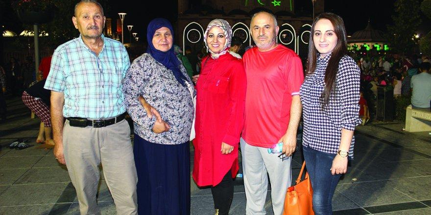 Kapancı ve Kürkçü aileleri Mevlana Meydanı'nda