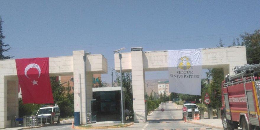...Ve Selçuk Üniversitesi bayrağı dikti