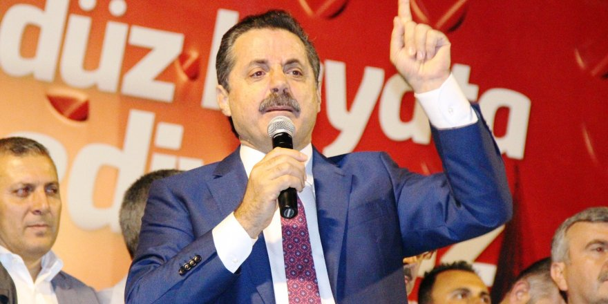 Bakan Çelik demokrasi nöbetine katıldı