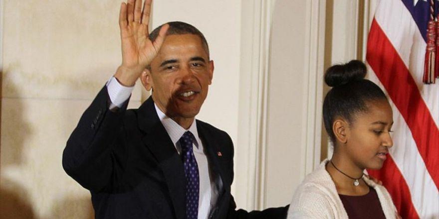 Obama'nın Kızı Kasiyer Oldu