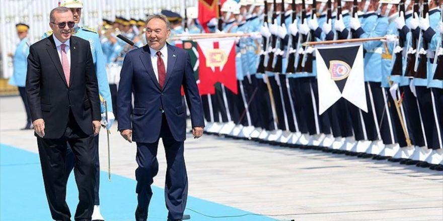 Nazarbayev Resmi Törenle Karşılandı