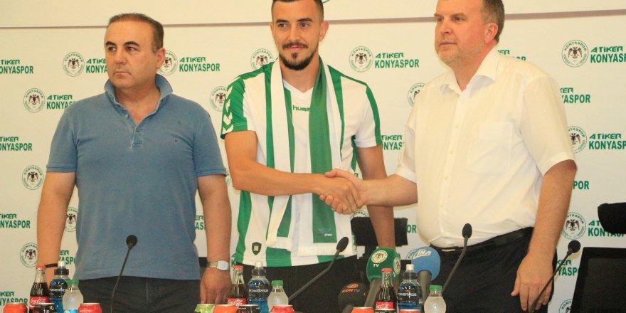 Ioan Hora ile 3 yıllık sözleşme imzaladı