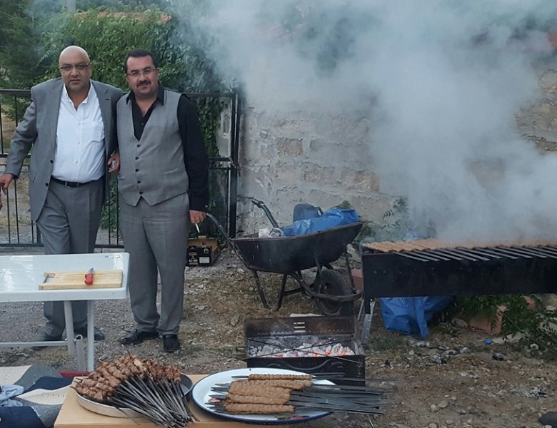 İş adamı Mehmet Atasağun'un mangal keyfi