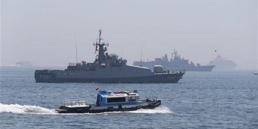 Savaş gemileri Yenikapı'da güvenliği sağlıyor