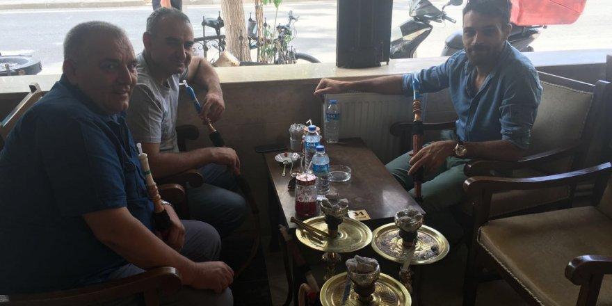 Hüseyin Örül ile Celalettin Bey Corridor Cafe'de