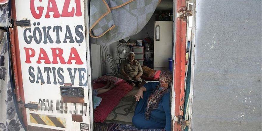 Suriyeli Aile Kamyon Kasasında Yaşamını İdame Ettiriyor