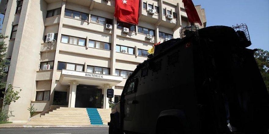 Dicle Üniversitesinde 77 Personele Yakalama Kararı