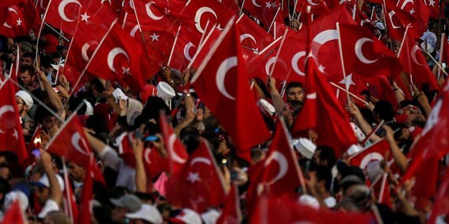 Demokrasinin 'Bayrak'tarlığını Yaptılar