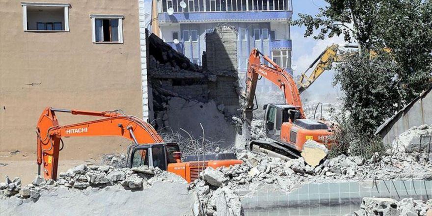 Yüksekova'da 2 Bin Kişiye İş İmkanı