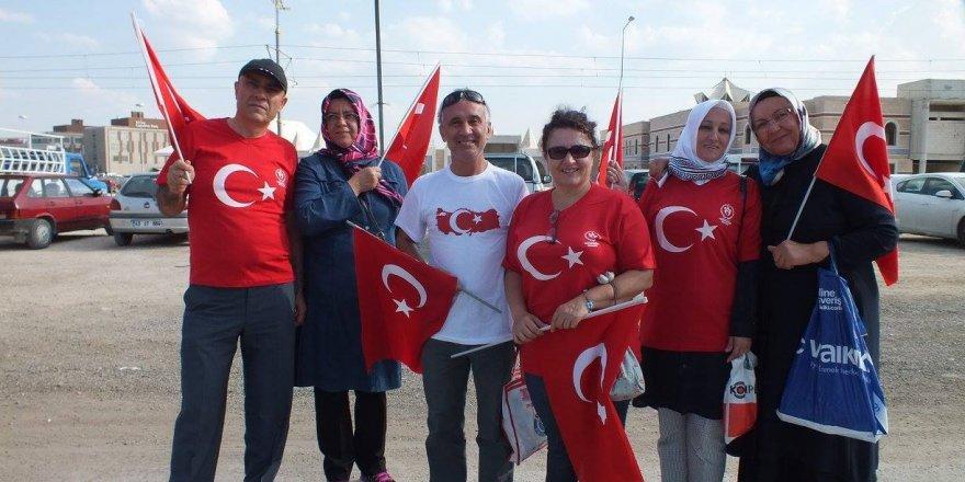 Atamer ve Akgün ailesi darbelere karşı mitingdeler
