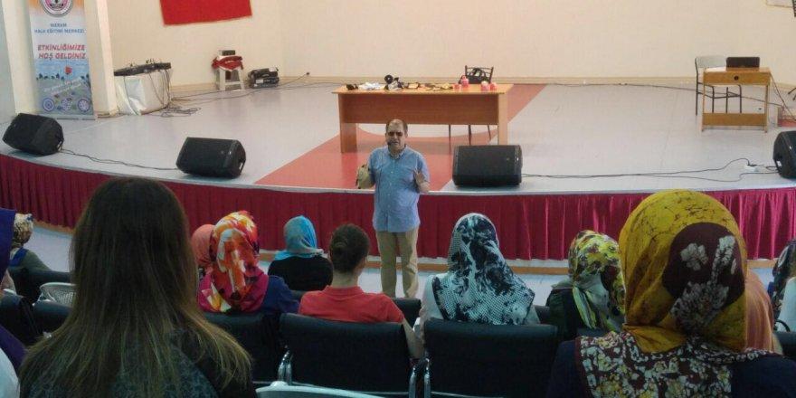 Prof. Şahin Kesici aday öğretmenlerin eğitiminde