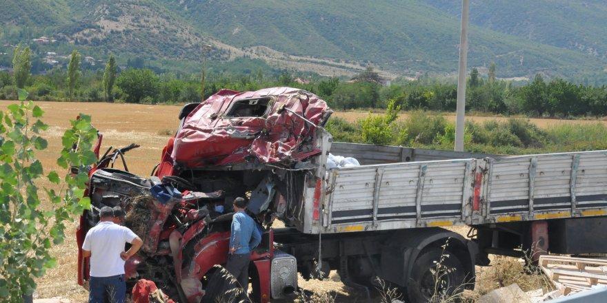 Konya'da tır şarampole devrildi: 1 ölü